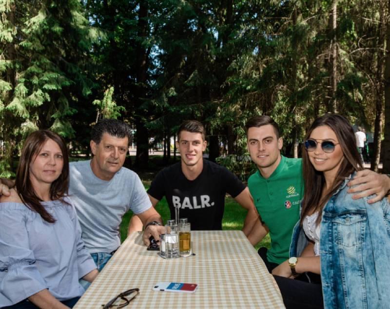 Juric family: Parents, Deni Juric, Tomi Juric and Tomi's girlfriend Valentina
